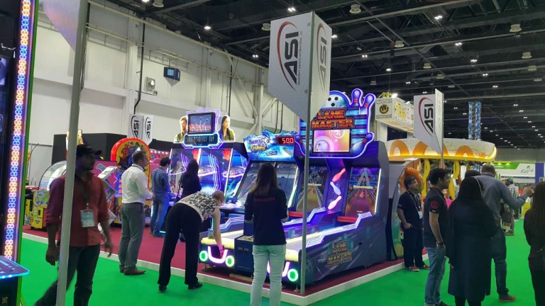 UNIS showcased hit games at DEAL